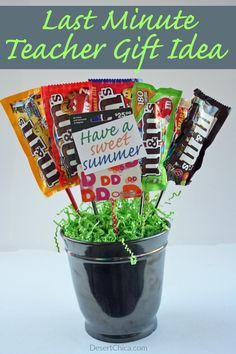 Check out how easy it is to make a candy bouquet, add a fun gift card if you want and you have the perfect end of year teacher gift! teacher gift Check out this fun alternative to just giving a gift card Easy Teacher Gifts, Teacher Gift Baskets, Thank You Teacher Gifts, Teacher Cards, Gift Card Bouquet, Cheap Gifts, Teacher Appreciation Gifts, Volunteer Appreciation, Candy Gifts