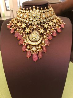 Fulfill a Wedding Tradition with Estate Bridal Jewelry Wedding Jewellery Inspiration, Indian Wedding Jewelry, Indian Jewelry, Real Gold Jewelry, Royal Jewelry, Stylish Jewelry, Fashion Jewelry, Jewelry Design Earrings, Jewellery Designs