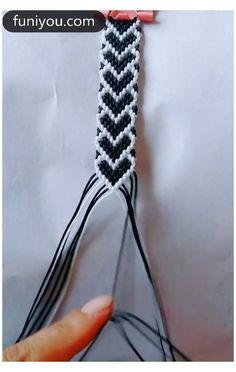Diy Friendship Bracelets Tutorial, Diy Bracelets Easy, Bracelet Tutorial, Friendship Bracelet Patterns, Handmade Bracelets, Yarn Bracelets, Diy Crafts Jewelry, Bracelet Crafts, Diy Bracelets Patterns
