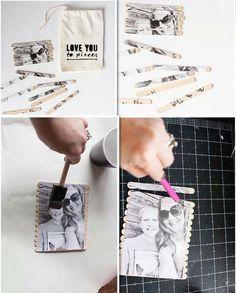 Fotopuzzle für den Liebsten Ihr braucht ein Foto, Kleber, Eisstiele und einen Beutel, den ihr mit einem Textilstift beschriftet. Die Eisstiele hinten auf das Foto kleben, und eine Nachricht auf die Eisstiele schreiben und nach dem trocknen mit einem Messer auseinanderschneiden. Fertig ist euer kleines Valentinsgeschenk  (gesehen auf allforthememories.com)