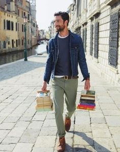 A great example of how to layer a blue denim jacket over other shades of blue and neutrals like olive chinos! A great example of how to layer a blue denim jacket over other shades of blue and neutrals like olive chinos! Olive Chinos, Grey Chinos, Olive Pants, Green Chinos Men, Green Pants Men, Khakis, 50 Fashion, Fashion Pants, Look Fashion