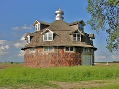 Ok, it's not a farmhouse, but it is an awesome old round barn.