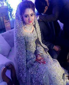 Vestido de nocia plateado Asian Wedding Dress, Asian Bridal, Sanny Kaur, Pakistan Wedding, Bridal Makeover, Bridal Photoshoot, Engagement Dresses, Pakistani Wedding Dresses, Glamour