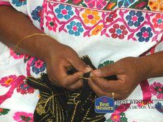 EL MEJOR HOTEL DE PÁTZCUARO. La producción de artesanías, es una fuente económica en la que se apoyan los habitantes de Pátzcuaro. El trabajo realizado por estos artesanos, bien vale la pena adquirirlo para conservarlo como recuerdo de su visita a este pueblo mágico. En Best Western Posada de Don Vasco, le invitamos a realizar su reservación con nosotros y conocer la variedad de artesanías de la región. http://www.bestwesternpatzcuaro.com.mx