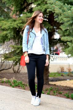 Jean jacket over a neutral outfit and a bright bag // Born Lippy
