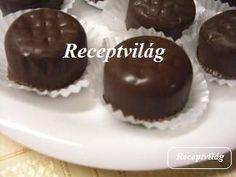 Bonbonok: egyszerű, csíkos, fekete-fehér, kókuszkrémes, mogyorókrémes Mousse, Lollipop Candy, Macaron, Muffin, Food And Drink, Xmas, Sweets, Snacks, Cookies