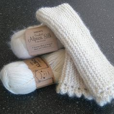 Joruns garn.: Gratis oppskrift på pulsvarmere. Knitting Projects, Knitting Patterns, Sewing Projects, Macrame Knots, Drops Design, Fingerless Gloves, Arm Warmers, Mittens, Needlework
