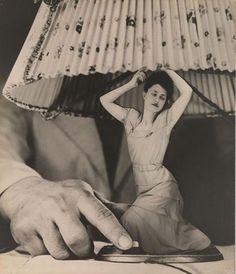 """Grete Stern, Sueño N º 1: """"electrodomésticos para el hogar"""", ca. 1950, el Fondo de fotografía del siglo XX, cortesía de la Galería Jorge Mara - La Ruche, de Buenos Aires."""