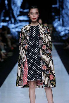 http://www.fashionwindows.net/2013/10/jakarta-fashion-week-2014-edward-hutabarat-part-2/#jp-carousel-106444 - edward hutabarat design once again
