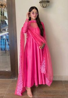 Casual Indian Fashion, Pakistani Fashion Party Wear, Pakistani Dress Design, Pakistani Outfits, Pakistani Models, Indian Gowns, Indian Attire, Indian Ethnic Wear, Ethnic Dress