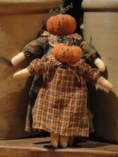 pumpkin-head sisters   how creative!