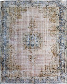 Gebleekt vintage tapijt. Authentieke Pakistaanse tapijten tussen de 50 en 80 jaar oud in een nieuwe kleur. Check de collectie voor alle geverfde tapijten op voorraad.