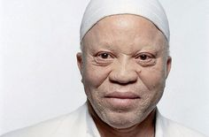 Salif Keita, the great singer/composer from Mali. Keita has had an extremely diverse career including work with African musicians as well as Joe Zawinul and Pat Metheny. Albino African, Albino Men, Afro, Africa Art, West Africa, World Music, Black Is Beautiful, Pretty People, Beautiful People