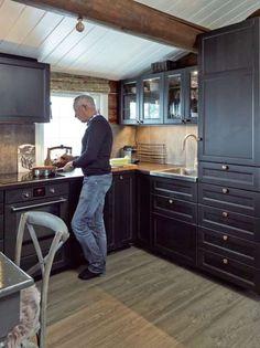 Hytta i Trysil er ikke til å kjenne igjen Cabin Homes, Log Homes, Small House Plans, House Floor Plans, Small Cabin Kitchens, Deco Design, Cuisines Design, Modern Kitchen Design, Home Decor Kitchen