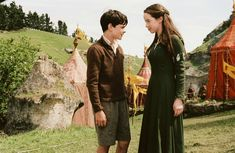 The Chronicles of Narnia: The Lion, the Witch and the Wardrobe - Publicity still of Anna Popplewell & Skandar Keynes. The image measures 2200 * 1432 pixels and was added on 30 May Susan Pevensie, Lucy Pevensie, Edmund Pevensie, Narnia Cast, Narnia 3, Narnia Costumes, Skandar Keynes, Narnia Movies, Anna Popplewell