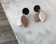 by ReeseHaydenStudio on Etsy Diy Earrings Polymer Clay, Earrings Handmade, Handmade Jewelry, Handmade Polymer Clay, Terracotta Jewellery, Ceramic Jewelry, Resin Jewelry, Ideas Joyería, Diy Accessoires