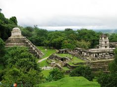 PALENQUE Situated at the eastern edge of the Rio Usumacinta Basin in the foothills of the Sierra Oriental de Chiapas