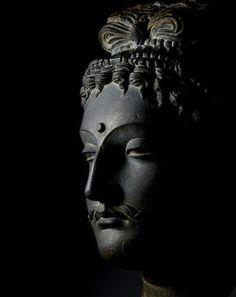 A schist head of a bodhisattva Ancient region of Gandhara, century Roman Sculpture, Buddha Sculpture, Southeast Asian Arts, Mudras, Asian Art Museum, Indian Art Paintings, Buddha Art, Antique Auctions, Woodblock Print