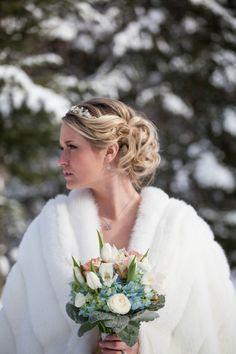 beautiful crisp bouquet for a winter wedding!