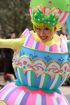 Tokyo Disney Easter Parade #smallworldbigfun #disney #disneyeaster