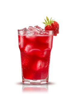 Campari splash. Preparación: 1 parte Campari - 2 partes Zumo de fresas - 1 parte Zumo de naranja. Agitar todos los ingredientes y servir en vaso lleno de hielo. Decorar con fresas. #micoctelcampari