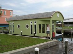 12 TERRIFIC AND TINY (well, most of 'em) HOUSEBOATS and SHANTYBOATS…..PART 2…. Here's ANOTHER gallery of really cool, unique, fun, and in some cases, damn tiny houseboa…