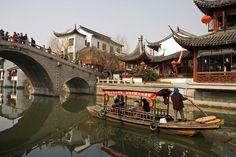 Qibao town, Yúnnán    Qibao historic town.