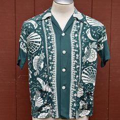 451098257b1b1e Vintage 1940s Green Cold Rayon Aquatic Border Print Hawaiian   Aloha Shirt  Medium Manhattan