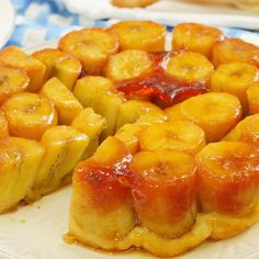 Easy and delicious like a lie! Caramel luster and banana tart tatan - Desserts - Banana Recipes Köstliche Desserts, Sweets Recipes, Delicious Desserts, Cooking Recipes, Good Food, Yummy Food, Banana Recipes, Meals For Two, Food Videos