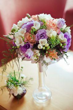 TiAmoFoto.pl bukiet ślubny, wedding bouquet, bukiet panny młodej, bride, kwiaty, ślub, fotografia ślubna, wesele, fotograf, detale, dodatki ślubne, dekoracje, biały, różowy, fioletowy