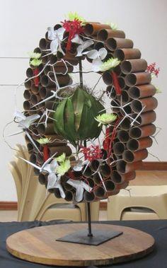 Ikebana Arrangements, Modern Flower Arrangements, Floral Wall, Art Floral, Mechanical Art, Diy Christmas Tree, Circle Design, Wall Design, Creative Design