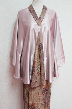 Kurung Hamil Erika (Lilac) by Empire of Elegance. The batwing top is from premium satin - comfortable for your growing belly and large enough to cover two.
