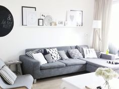 Plank boven de bank Cosy Interior, Interior Styling, Interior Design, Style At Home, White Sofas, Dining Room Inspiration, Living Room Grey, My Dream Home, Small Spaces