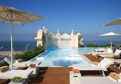 Exklusiver Luxusurlaub in der Toskana direkt am Strand mit Blick über das Tyrrhenische Meer und die Apuanischen Alpen