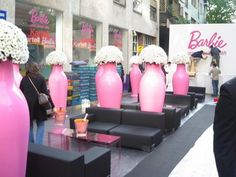 The big pink vases really transform this outdoor lounge area. They resemble mannequins- perfect branding!
