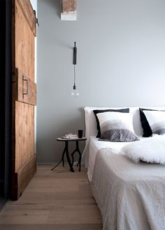 Interior design of the little old house in Italy. The result was a stylish loft for a family vacation near lak. Wood Bedroom, Modern Bedroom, Bedroom Furniture, Bedroom Decor, Bedroom Ideas, Master Bedroom, Industrial Home Design, Industrial Bedroom, Home Interior Design
