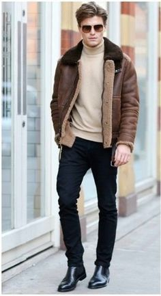 Exhibit your chops in menswear styling by putting together a brown shearling jacket and black skinny jeans for an off-duty outfit. Black leather chelsea boots are the simplest way to transform this outfit. Fashion Moda, Suit Fashion, Mens Fashion, Mens Autumn Fashion, Sporty Fashion, Fashion 2018, Fashion Boots, Street Fashion, Trendy Fashion
