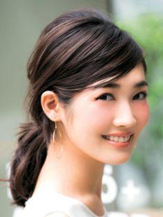 タイトな斜め前髪が出来る女風♪ オフィスのヘアスタイルルックのまとめ 髪型・アレンジ・カットの参考に。