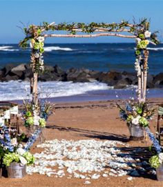White petals beach wedding decor for 2014, floral beach wedding decor idea.