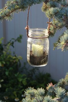 Totally had an idea for hanging candles like this awhile back, even have old jars stored in a box in my room. But I wasn't quite sure how to make them ... now I do. :)