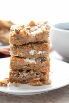 A stack of keto carrot cake bars on a white plate. Low Carb Carrot Cake, Carrot Cake Bars, Carrot Cake Cookies, Keto Cookies, Keto Dessert Easy, Dessert Bars, Dessert Recipes, Cream Cheese Bars, How To Stack Cakes