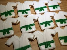 karate cookies Karate, Rugby, Cookies, Desserts, Food, Crack Crackers, Tailgate Desserts, Deserts, Eten