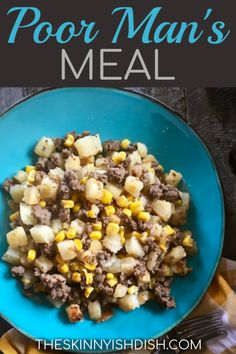 Poor Man's meal isn't fancy or winning any awards, but it's one of the most simple and delicious comfort foods around. Meat, hash browns and corn join seasoning to create this tasty and hearty midwest skillet full of flavor. Ww Recipes, Easy Dinner Recipes, Cooking Recipes, Healthy Recipes, Skillet Recipes, Dinner Ideas, Fast Recipes, Skillet Meals, Frases