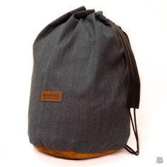 SAC DE CASQUE - helmet bag - www.sankakel.com Raincoat Outfit, Diy Clothes, Drawstring Backpack, Biker, Boutique, Sewing, Happy, Christmas, Outfits