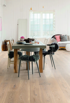 Find your floor with Boen. We offer parquet and hardwood floor in 1 strip plank and 3 strip. Classic, modern flooring of high quality produced in Europe. Modern Flooring, Flooring Options, Hardwood Floors, Oak Flooring, Modern Rustic, Plank, Interior Decorating, Dining Table, House