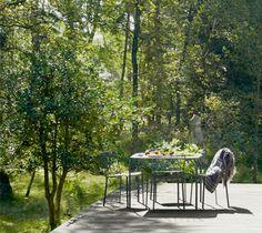 Kintbury Tisch & Stuhl von Sir Terence Conran für Fermob – schmiedeeisernes Handwerk im modernen Design, Foto: Brigitte & Wolfgang Dreyer im ikarus…design blog: http://blog.ikarus.de/garten/kintbury_9639.html
