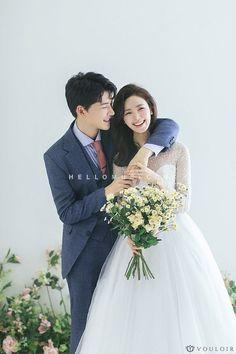 Easy Wedding Photography Ideas For Bride & Groom Pre Wedding Poses, Pre Wedding Photoshoot, Wedding Pics, Wedding Shoot, Wedding Couples, Dream Wedding, Wedding Ideas, Korean Wedding Photography, Fashion Photography