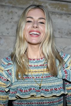 Sienna Miller Photos - Sienna Miller attends the Louis Vuitton show as part of the Paris Fashion Week Womenswear Fall/Winter 2018/2019 on March 6, 2018 in Paris, France. - Louis Vuitton: Front Row - Paris Fashion Week Womenswear Fall/Winter 2018/2019