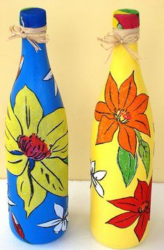 Garrafas feita com chita - Bottles made of Chita, a colorful common cotton Brazilian fabric. Wine Bottle Art, Diy Bottle, Wine Bottle Crafts, Painted Glass Bottles, Plastic Bottle Crafts, Decorated Bottles, Wine Craft, Hand Painted Wine Glasses, Art N Craft