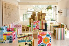 Tali Buchler (with the help of family and friends) designed and constructed this amazing indoor playscape and modular furniture syste. Cardboard Furniture, Modular Furniture, Upcycled Furniture, Furniture Making, Kids Play Spaces, Learning Spaces, Cardboard City, Cardboard Boxes, Indoor Playground